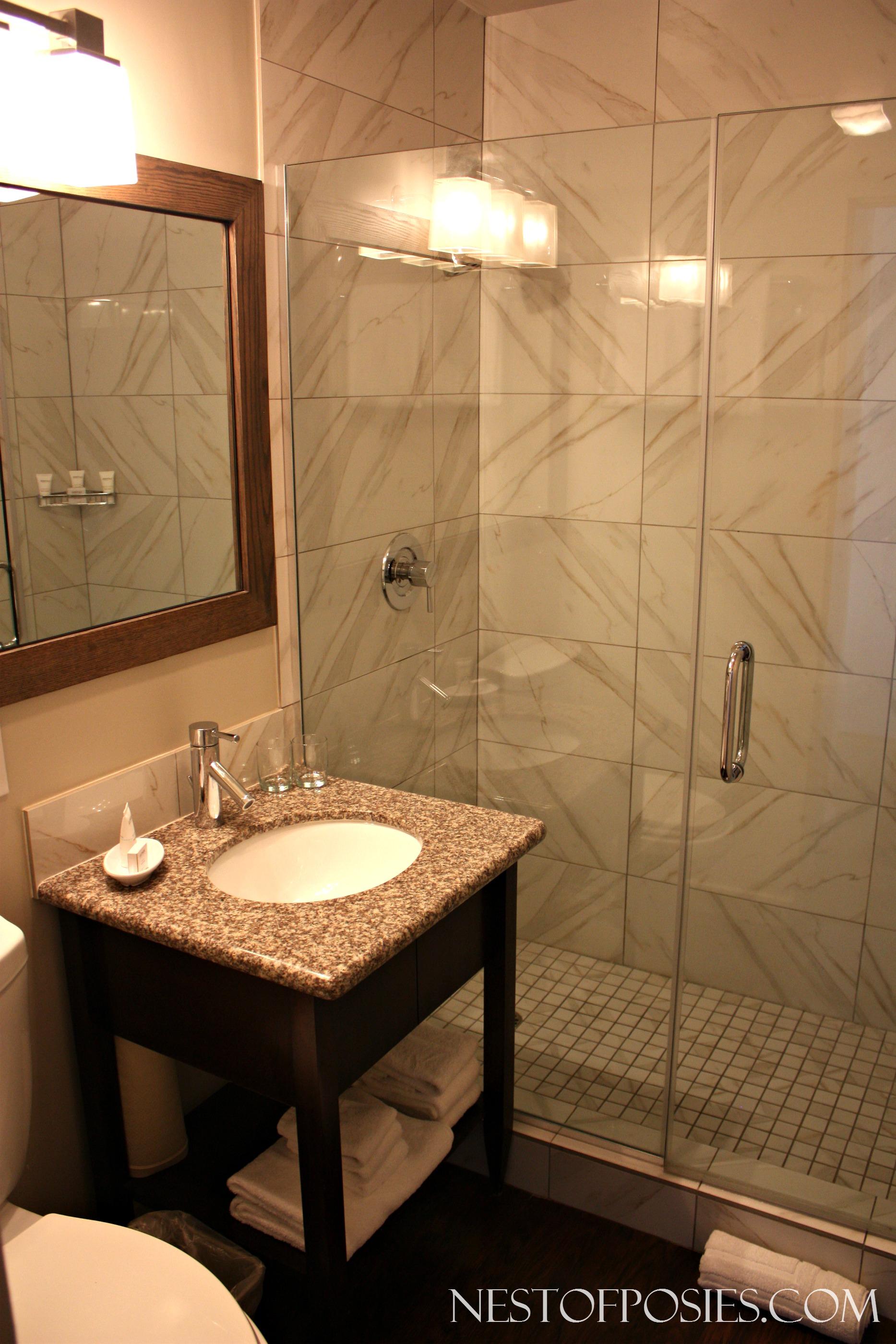 Hotel Room Bathroom - Pacific Edge Hotel