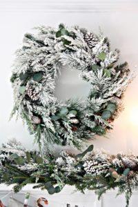 christmas-mantel-wreath